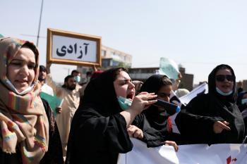 القلق يساور الأفغانيات تجاه قيود طالبان