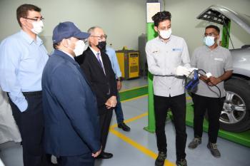 السفير الياباني يطلع على تجهيزات وورش «تقنية الأحساء»