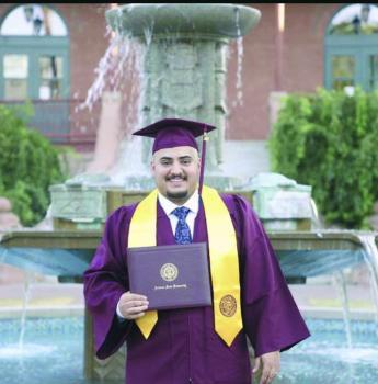 «الحربي» يحتفل بتخرجه