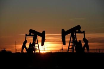 النفط يرتفع 2.5% مع هبوط مخزونات الخام الأمريكية