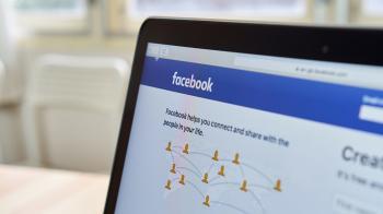 «فيسبوك» قد تحذف «حسابات أصلية» مضللة