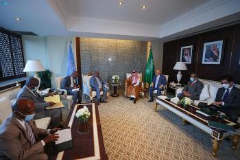 رئيس القمُر يبحث مع وزير الخارجية أوجه العلاقات بين البلدين وسبل تعزيزها