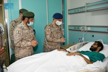 رئيس هيئة الأركان يطمئن على مصابي القوات المسلحة