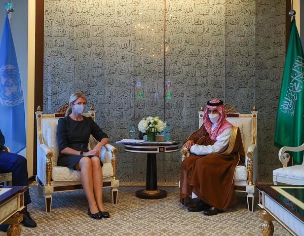 وزير الخارجية يبحث العلاقات الثنائية مع نظيرته الإستونية