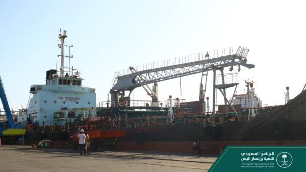115 طن من منحة المشتقات النفطية السعودية تصل إلى ميناء عدن