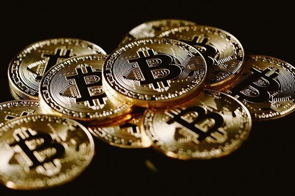 أسهم العملات الرقمية المشفرة تسجل تراجعاً