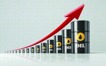 قلة الإمدادات وتجدد شهية المخاطرة يدفعان النفط للصعود
