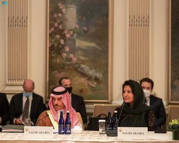 وزير الخارجية يبحث الموضوعات المشتركة مع نظيره الأمريكي