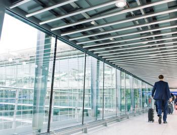بريطانيا تعلن حل مشكلة تعطل بوابات المطارات الإلكترونية
