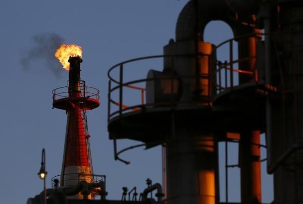 النفط يرتفع 1.1% مع زيادة السحب على الخام