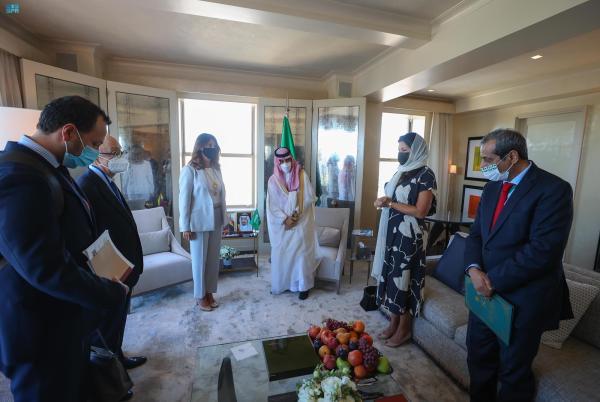 وزير الخارجية يبحث العلاقات الثنائية مع نظيرته الكولومبية