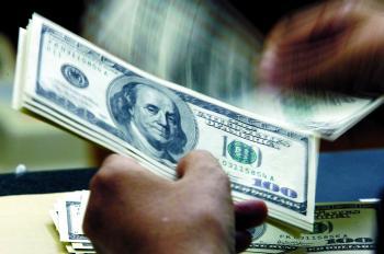 الدولار قرب أدنى مستوى منذ أسبوع