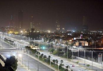 توفير 70% من الكهرباء .. تركيب 90 ألف مصباح ليد في جدة