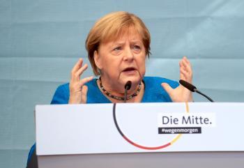 ميركل تدعو إلى تعزيز دور ألمانيا في الأمن الدولي