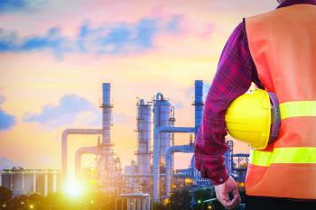 النفط يقفز لأعلى مستوى منذ 3 سنوات بفضل تراجع المخزونات