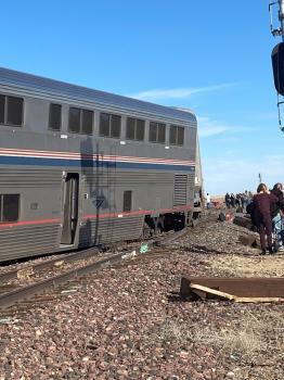 إصابة 50 شخصاً ومقتل 3  إثر خروج قطار عن القضبان في مونتانا