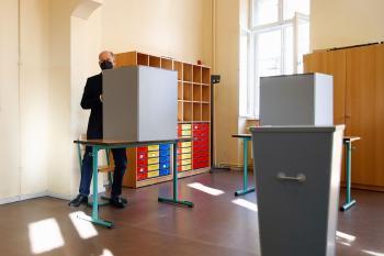 بدء الانتخابات البرلمانية والتصويت بمراكز الاقتراع بألمانيا
