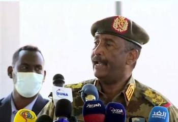 البرهان : القوات المسلحة ملتزمة بعدم الانقلاب على الثورة