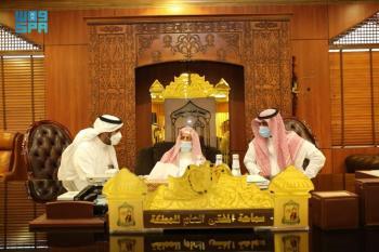 المفتي العام يؤكد حرص المملكة على العناية بالقرآن الكريم والسنة