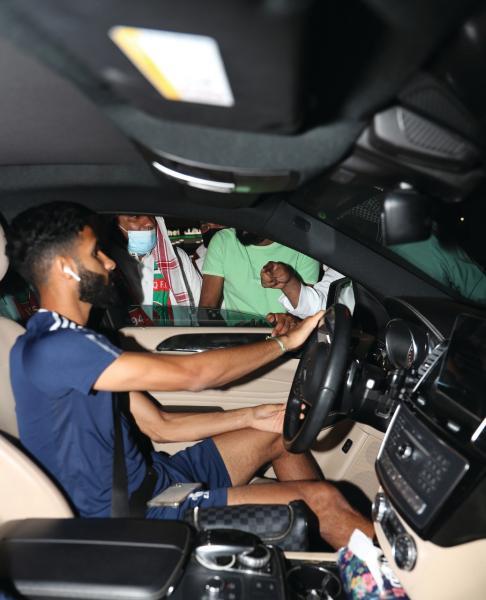 جماهير اتفاقية غاضبة.. تحاصر اللاعبين وتطالب بإقالة العطوي!!
