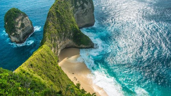 إعادة فتح شواطئ بالي بأندونيسيا الشهر المقبل