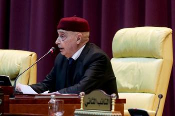 الأزمة تحتدم بين البرلمان والحكومة وعقبات تهدد الانتخابات الليبية