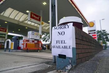 طوابير انتظار بالمحطات.. أزمة وقود في بريطانيا