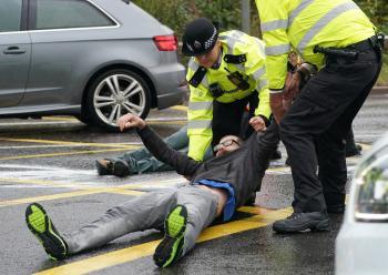 الشرطة البريطانية تقبض على 53 شخصًا في احتجاجات