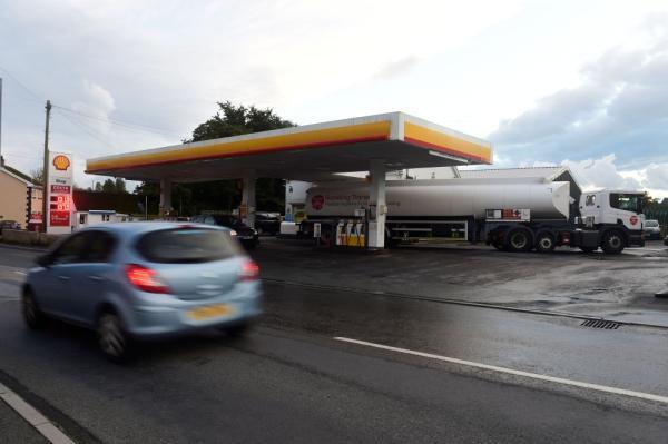 «جونسون»: أزمة الوقود بدأت تستقر