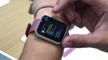 ساعة «آبل» تدعم نقل البيانات لاسلكيا