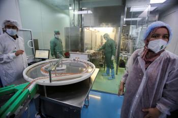 «الصحة العالمية» تعجز عن الإيفاء بتطعيم كورونا للشهر الحالي