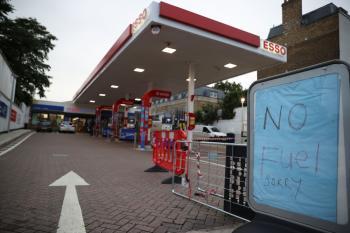بريطانيا تعلن انتهاء أزمة الوقود
