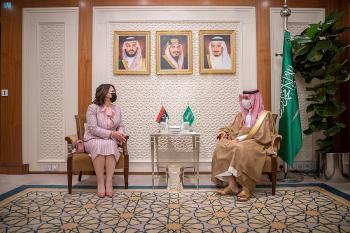 وزير الخارجية يبحث العلاقات مع نظيرته الليبية