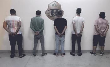 القبض على 5 أشخاص انتحلوا صفة رجال الأمن بمكة