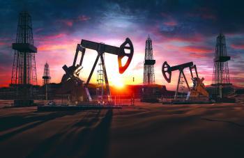 النفط ينخفض وسط احتمالات بتعزيز «أوبك+» للإنتاج