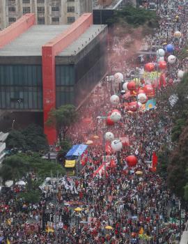مظاهرات في 200 مدينة برازيلية تطالب بعزل «بولسونارو»