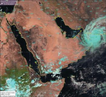 الأرصاد الجوية العُمانية.. مركز الإعصار المداري يبعد  ٦٠ كم عن مسقط