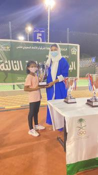 سارة تخطف لقب بطولة التنس النسائية