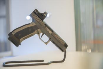 أسلحة نادرة تُعرض للمرة الأولى بمعرض الصقور والصيد السعودي الدولي