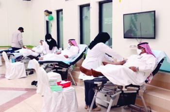 «ومن أحياها» حملة للتبرع بالدم في «التأهيل الشامل»