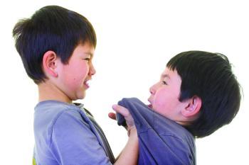 بالتوعية واهتمام الأسرة نتغلب على آثار «التنمر ضد الأطفال»