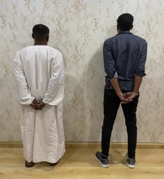 الرياض.. ضبط مخالفين بحوزتهما 918 ألفا مجهولة المصدر
