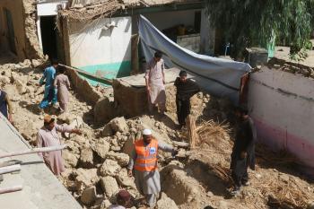 باكستان .. بدء أعمال الإنقاذ والإغاثة في المناطق التي ضربها الزلزال