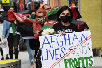 مقتل وإصابة عشرات الأفغانيين بتفجير مسجد