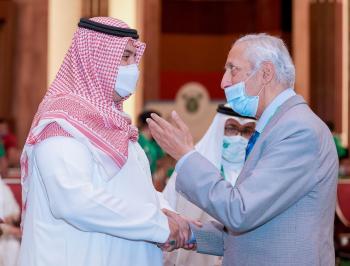 الأمير فهد بن جلوي توج أبطال أثقال العالم بجدة