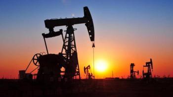 النفط يرتفع 4% في أسبوع مع تنامي الطلب العالمي