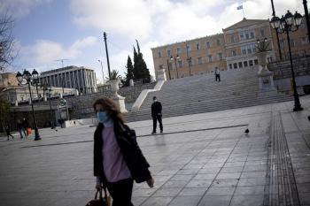 اليونان تخفف قيود كورونا للمطعمين والمتعافين