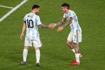 ميسي يقود الأرجنتين للفوز على الأورجواي