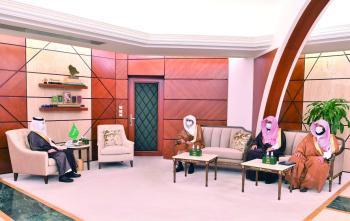 أمير الشرقية يؤكد أهمية الالتزام بالتقاليد الإسلامية في التعاملات اليومية