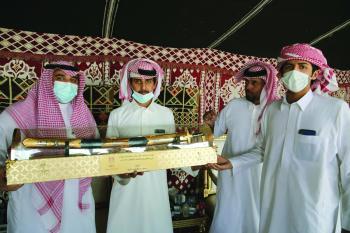 أمانة الأحساء تكرم المشاركين في «مهرجان الهجن»